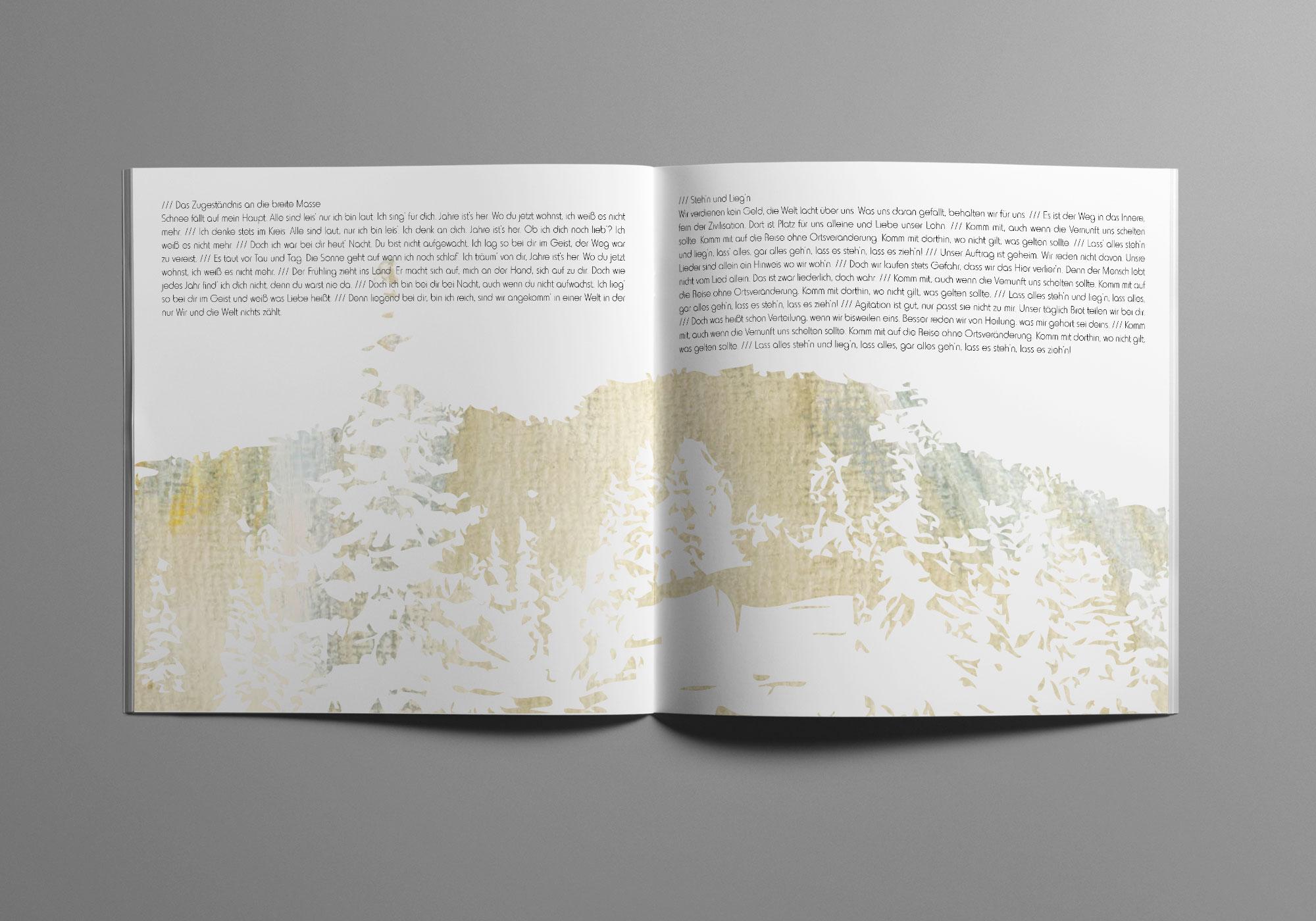 Die Doppelseite des Album Artworks zeigt eine Waldszene in hellen, zurückhaltenden Farben.