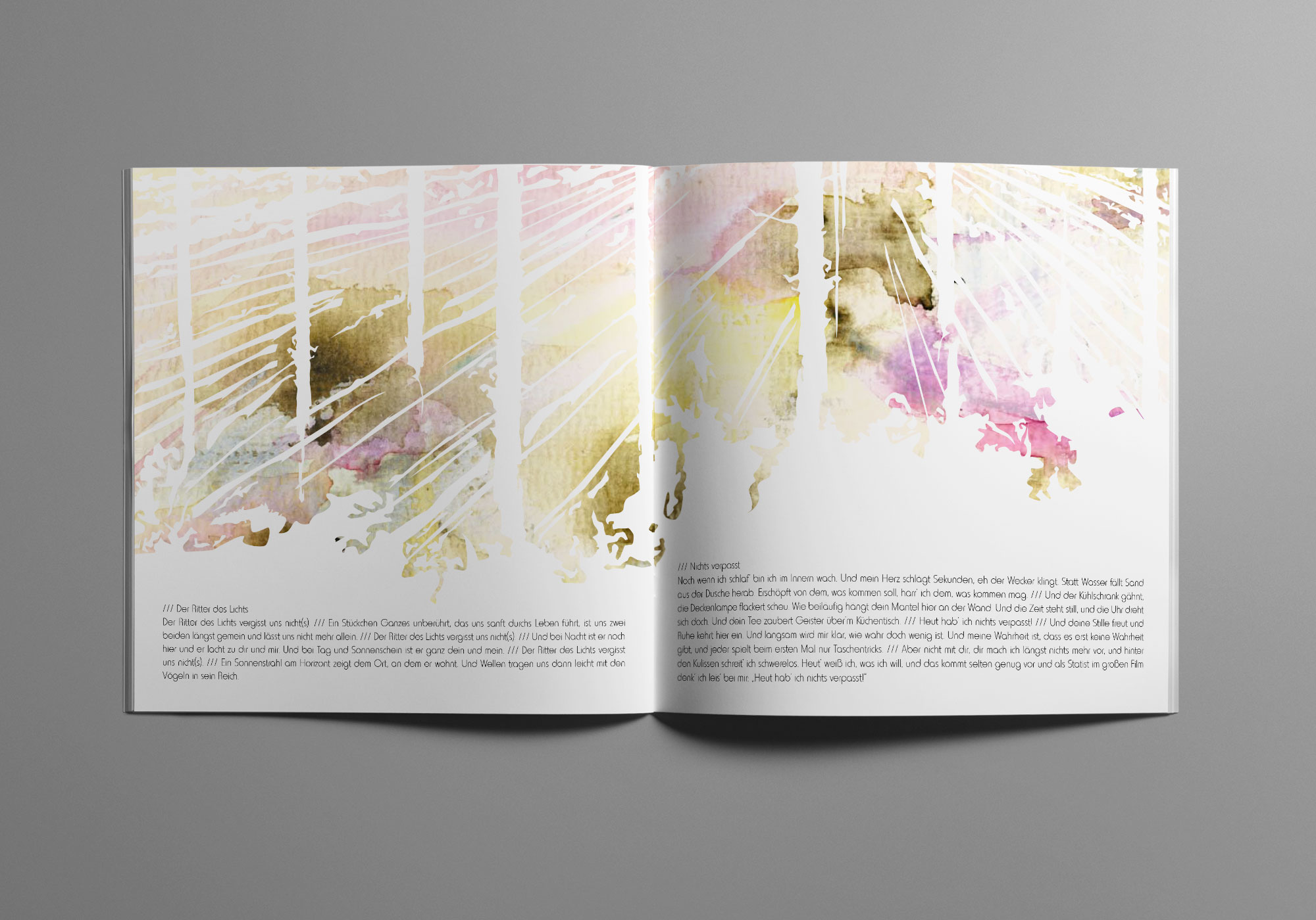 Die Doppelseite des Album Artworks zeigt eine von Licht durchflutete Waldszene.