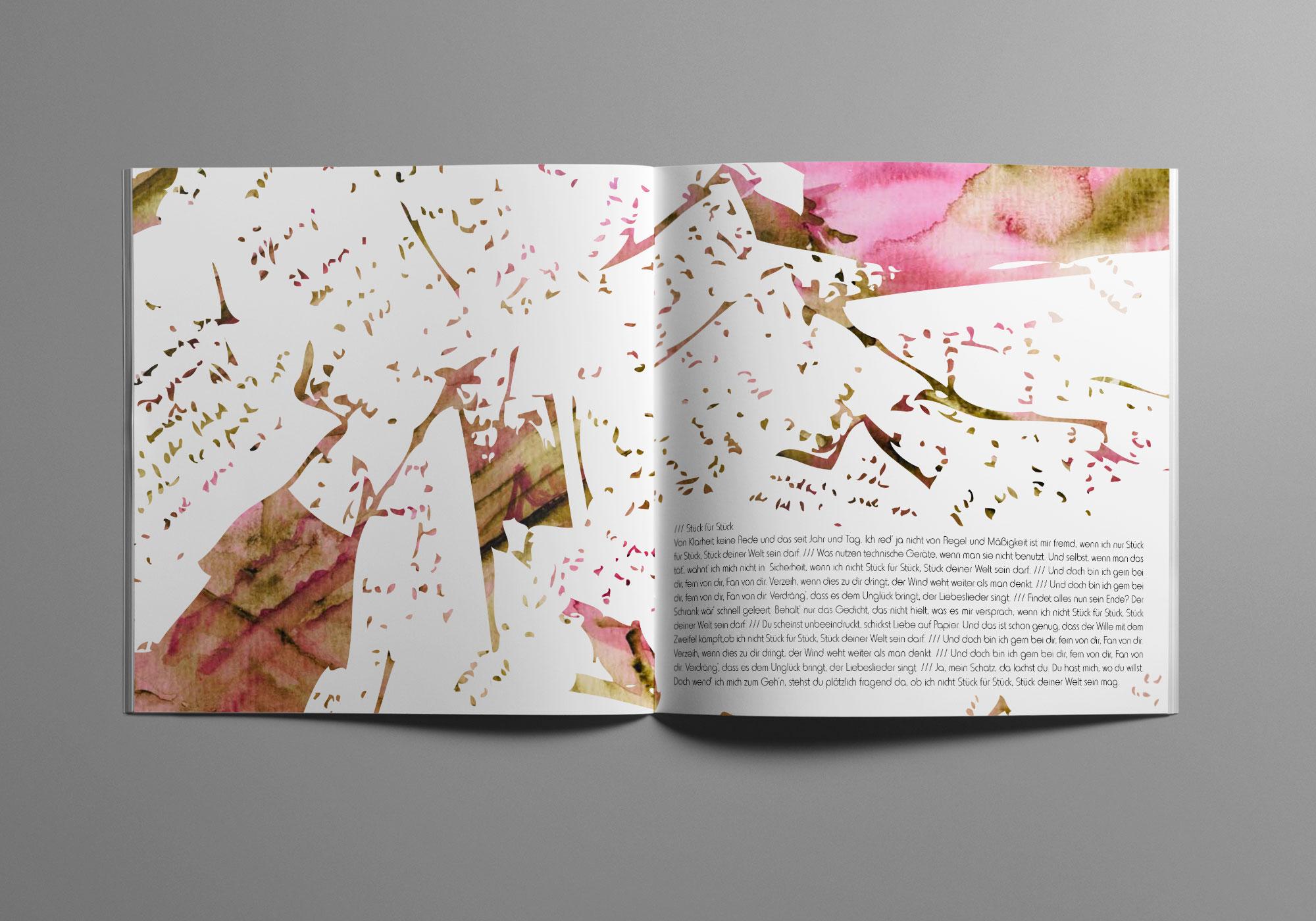 Die Doppelseite des Album Artworks zeigt eine Illustration abstrahierter Schriftstücke.